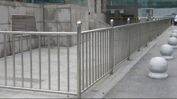 不锈钢公路安全隔离护栏