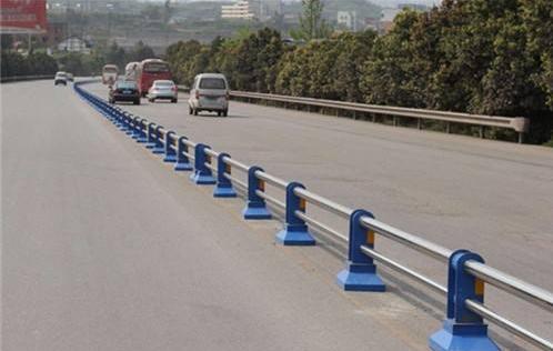 不锈钢公路护栏