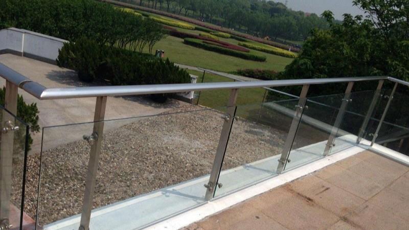 不锈钢玻璃扶手栏杆