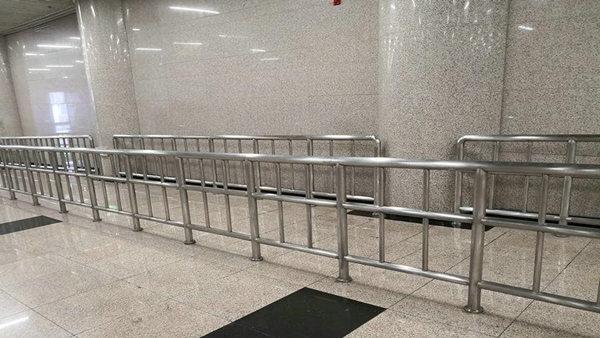 喜师傅地铁不锈钢护栏