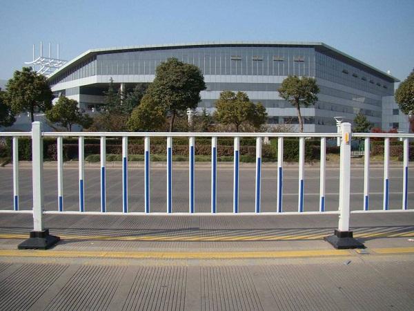 不锈钢道路防撞护栏