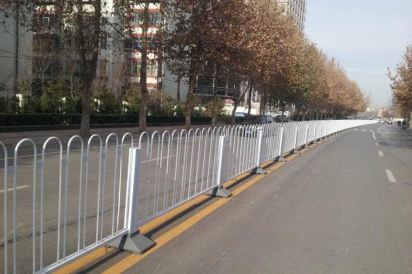 科普:不锈钢道路护栏的优点有哪些?