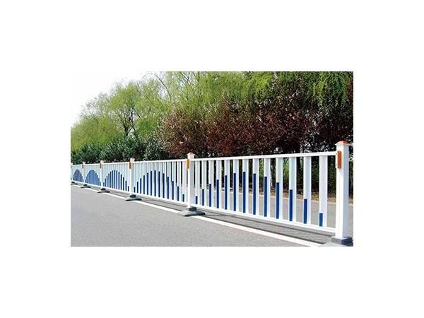 经常淋雨的道路不锈钢护栏还能保持不锈吗?