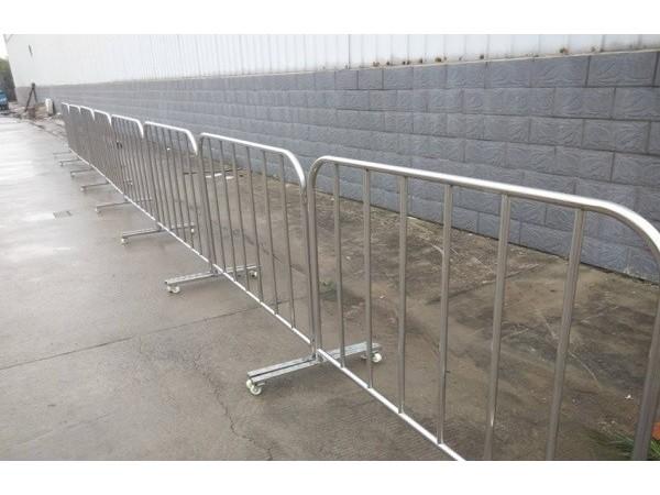不锈钢铁马护栏的主要功能有哪些?有哪些作用?