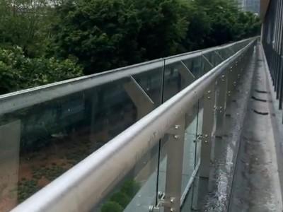不锈钢玻璃护栏工程