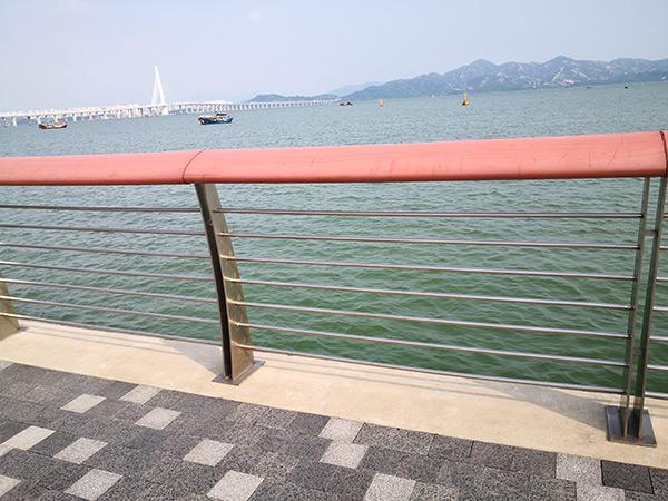 喜师傅告诉你如何正确安装不锈钢桥梁护栏