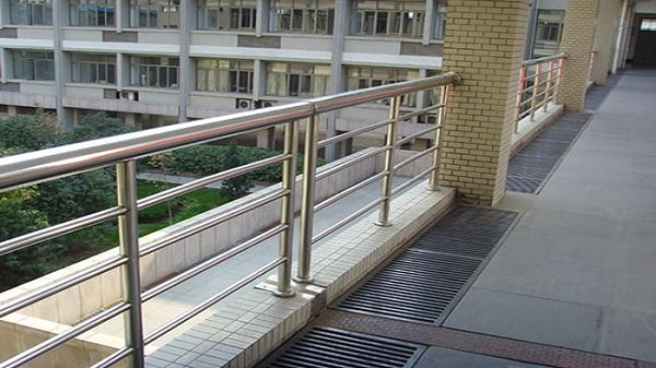 不锈钢护栏生锈怎么处理?