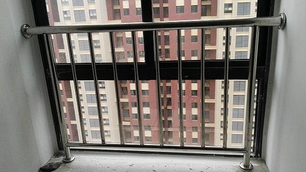 封闭式阳台不锈钢护栏