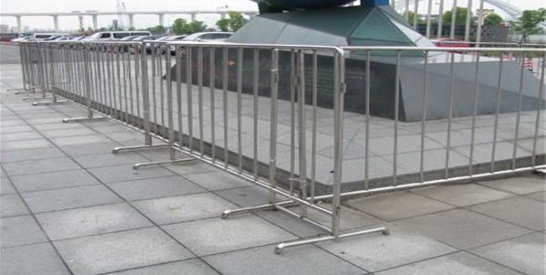 关于移动铁马不锈钢护栏那些事