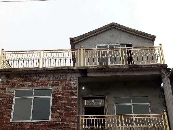 自建房彩色不锈钢护栏安装案例