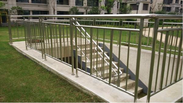 小区户外不锈钢防护栏