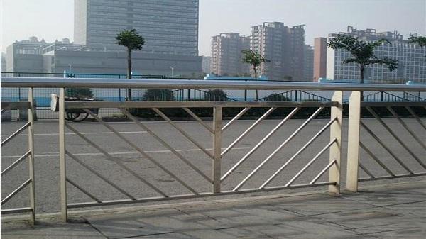 不锈钢道路防护栏杆