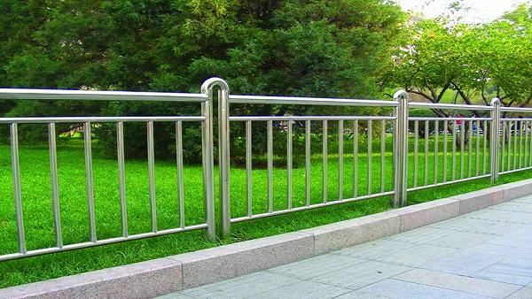 公园不锈钢防护栏杆价格