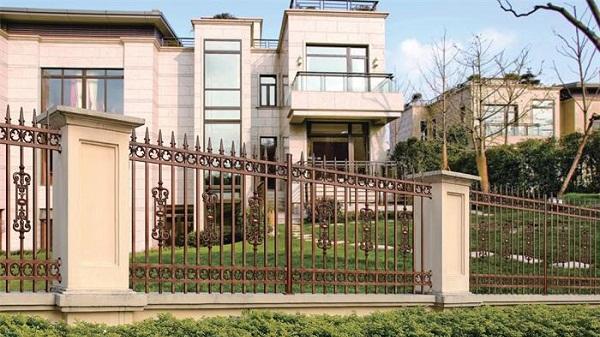 不锈钢围墙防护栏