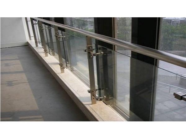 疫情严重的医院里为什么都采用的是不锈钢护栏?