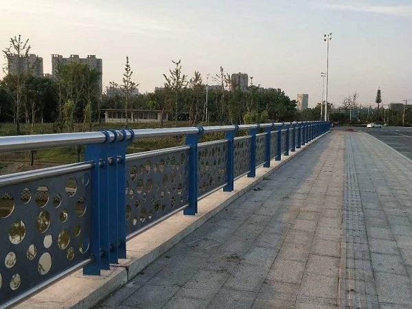 道路不锈钢护栏的价钱由什么决定?
