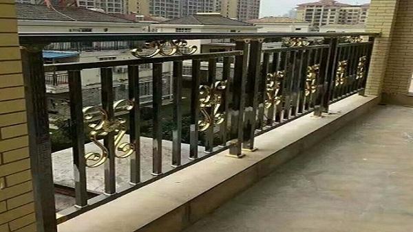 彩色阳台不锈钢护栏成品图