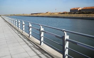 不锈钢护栏间隔怎么选安全又美观?