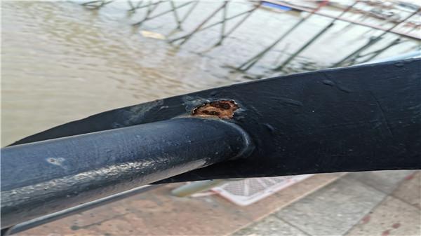好好的不锈钢护栏为何焊接处生了锈?谁的责任?